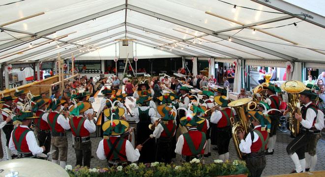 die TK Taisten aus Südtirol spielte zur Begrüßung im Festzelt auf