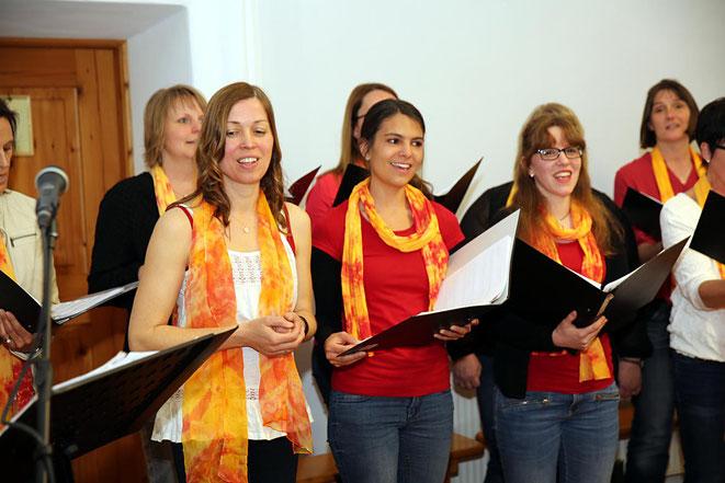 die Sängerinnen des Chores hatten nicht nur eine gute Stimme, sie waren, wie man sieht, auch hübsch