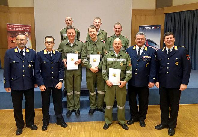 links hinten: FF-Kommandant Martin Mayer