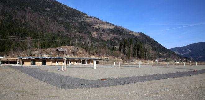 großzügig ausgelegt ist der neu geschaffene Campingplatz mit Duschen-u. WC-Gebäude