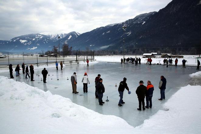 12 Mannschaften nahmen bei besten Eisverhältnissen an diesem Turnier teil
