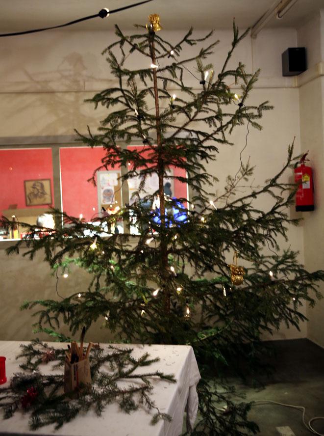 """der Christbaum dürfte der """"Zweitschönste"""" unter den vom  """"Beobachter"""" heuer gesichteten Weihnachtsbäumen sein"""