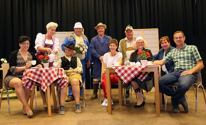 die Akteure mit Regisseur Hannes Fojan (re) - auf dem Bild fehlt Jolanda Regittnig