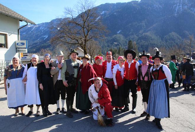 "die"" Maschkera""-Tanzgruppe"