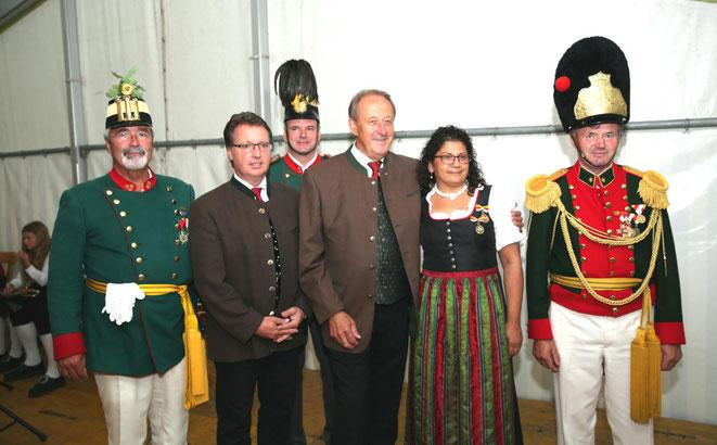 Ehrung verdienter Mitglieder u. Marketenderinnen mit 2. Landtagspräsidenten Rudolf Schober u. Bgm Ewald Tschabitscher