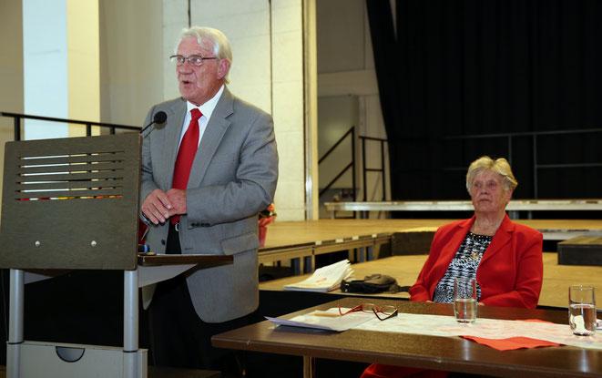 Bezirksvorsitzender Hans Truskaller bei seinem Referat