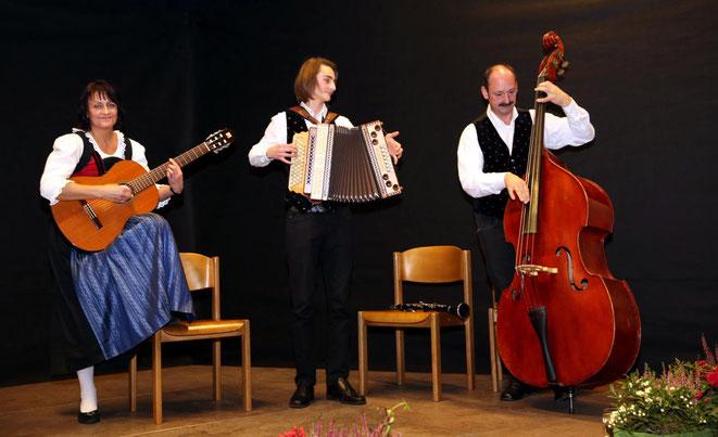 für viel Schwung sorgte die Familienmusik Lippauer