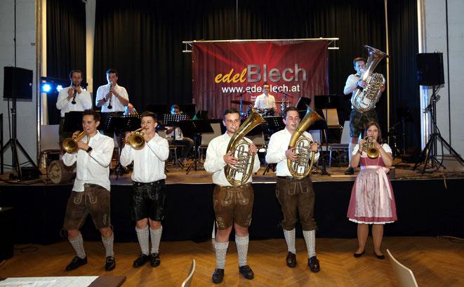 """die Kapelle """"edelBLECH"""" garantiert Oktoberfest-Stimmung"""