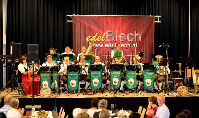 auch von den Lindner Dorfmusikanten konnte sich das Publikum Stückln wünschen
