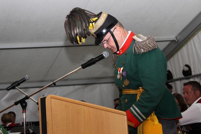 Oberleutnant Franz Kramaritsch bei seinen Begrüßungsworten