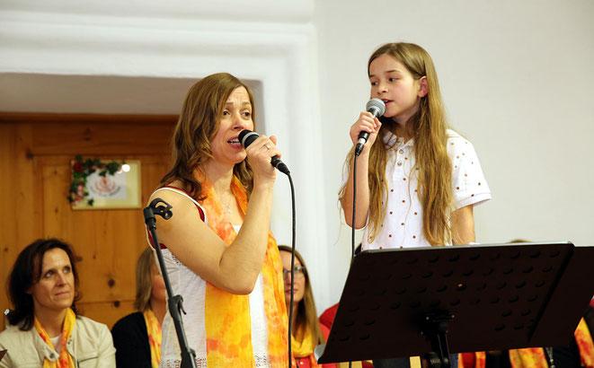 Mama Birgit mit ihrem talentierten Töchterchen Mia im Duett