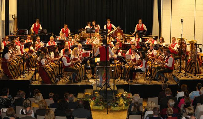Blasmusik vom Feinsten konzertierten die Musiker unter Dirigent u. Kapellmeister Erich Kramer