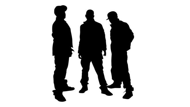 Gruppe von Jugendlichen in aggressiver Pose, Schattenbild | Aaden Detektei Berlin