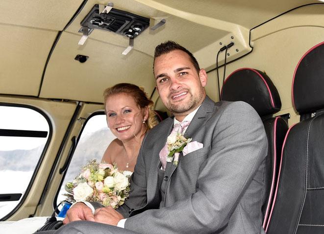 Elite Flights, AS350, Taxiflug, Helikopterflug, Rundflug, Alpenflug, Alpenrundflug mit Gletscherlandung, Erlebnisflug, Gletscherapéro, Gletscherflug, Helikopterrundflug, Hochzeitsflug, Hochzeitsgeschenk