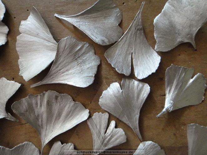 Silberne Blätter