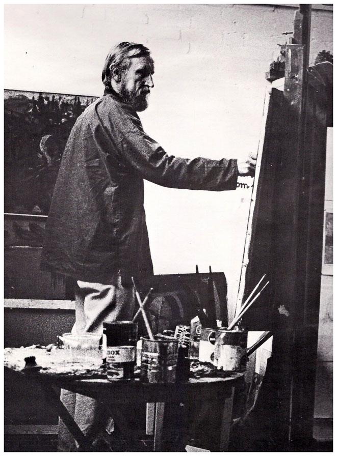 Jan Budding werkend in zijn atelier te Groet.