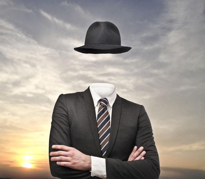 Anzug ohne sichtbaren Menschen darin, Schuldnersuche der Aaden Detektive Düsseldorf