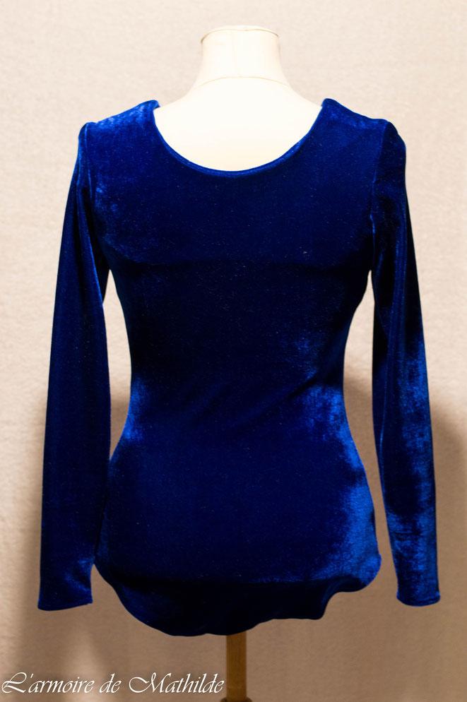 Body en velours bleu vu de dos