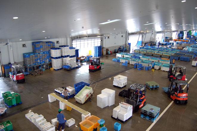 魚市場の内部
