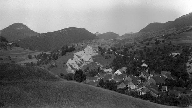 Am Gupf wurde Gips abgebaut, rechts ist auch eine Tagbaugrube sichtbar