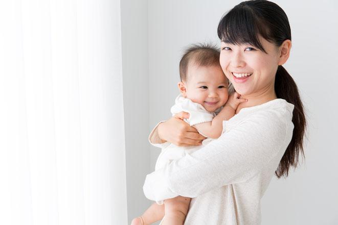 産後の体調を整えて元気に子育てしましょう。赤ちゃんと一緒に受けられる産後ヨガがおすすめです