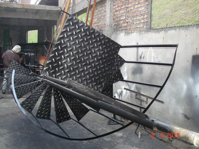 Cerrajeria ornamentacion y estructuras metalicas fa bi for Como hacer una escalera en caracol