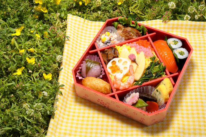 人工の光でいかに自然にピクニックの際の食事感を演出する