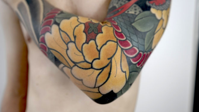 Lars Wilczinski, Tattookünstler, Tattoo-Atelier Berlin, Tätowierer, Botan, Pfingstrose
