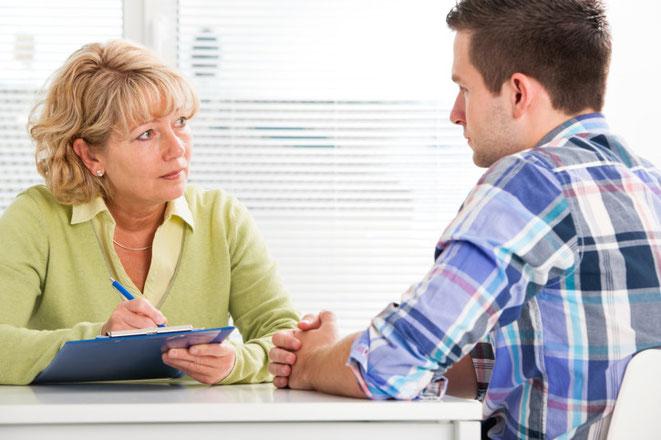 Therapeutin mit männlichem Klienten