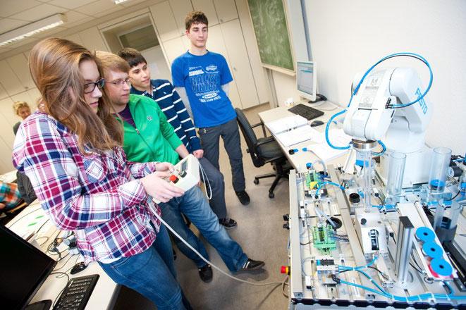 Universität des Saarlandes, Schülerbetriebspraktikum IngFo (Foto: Oliver Dietze)