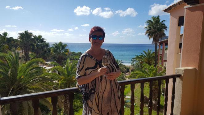 Susan Carner am Balkon ihres Lieblingsapartments im Hapimag Resort Paguera