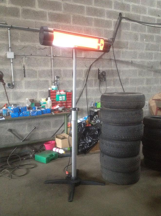 chauffage sur pied dans un garage ( pour le technicien qui remplace les pneus ) UFO Line 3000