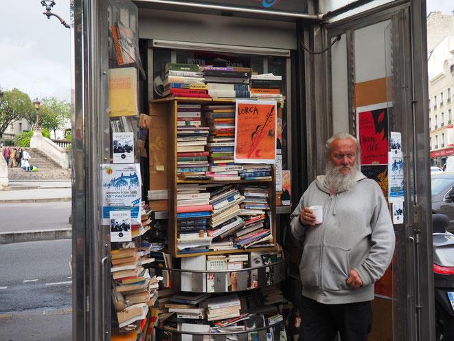 Bolek, kiosquier et vendeur de livres de la place Franz Liszt