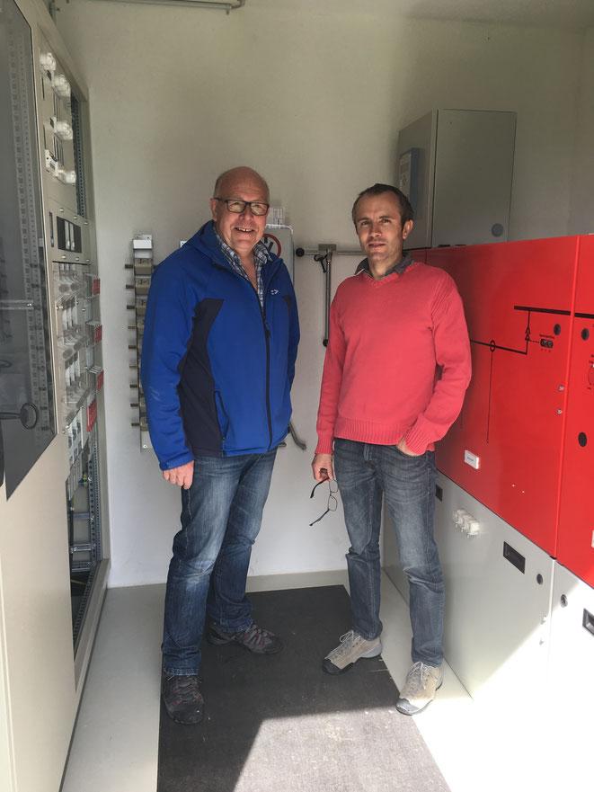 Max Bartholdi (rechts) bei der technischen Einführung durch Hans Schmidhauser (links)