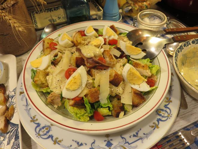 RECETTE : SALADE CÉSAR maison, sauce inratable - Caesar salad façon Mère Mitraille - Gourmandises TV