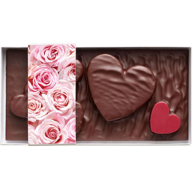 Tablettes Coeur chocolat noir infiniment praliné noisette de Pierre Hermé Paris pour la Fêtes des Mères