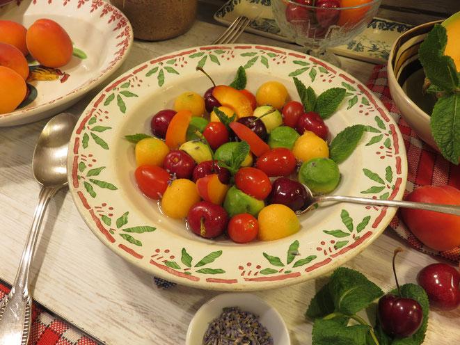RECETTE : SALADE DE FRUITS sirop citronné. Cerise, melon, tomate, abricot, avocat - Gourmandises TV