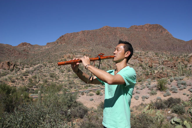 ネイティブアメリカンフルート奏者Moto Ozaki In アリゾナ USA
