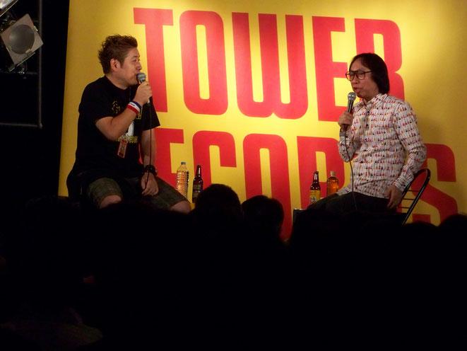 B1スタジオでのトークショー。左はゲスト・プロインタビュアーの吉田豪氏。ゲストは日替わり。