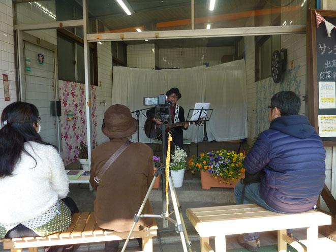 最後まで聴いてくれたオーディエンスは約4人(笑)。  Photo by KeIko T.