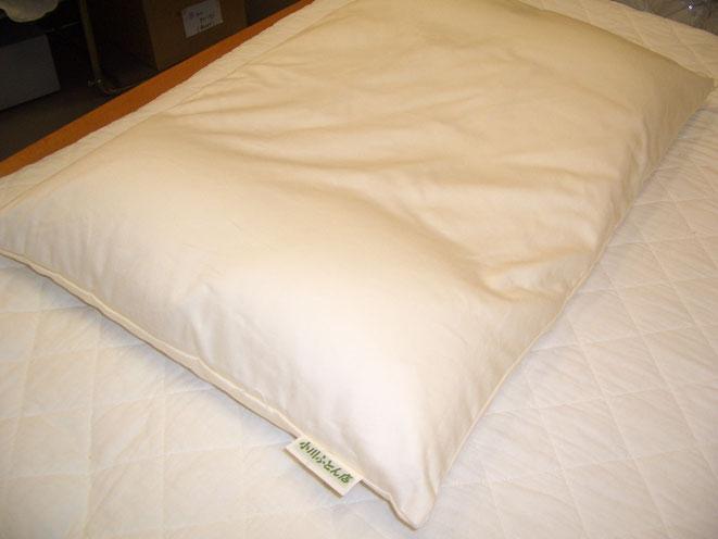 オーダー枕 パーツを外袋に納めて完成です。即日お持ち帰りいただけます。