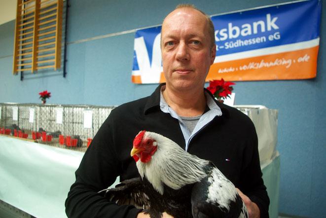 Vorsitzender des Kleintierzuchtverein H 45 Hahn, Udo Werske freut sich über große Besucherresonanz der 39. Stadtschau