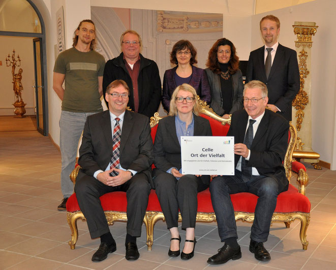 Die Auszeichnung erfolgte im Foyer des Schlosstheaters Celle.    Fotos: Margitta True