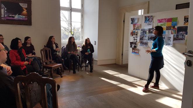Aline Bosselmann, Theaterpädagogik im Schlosstheater Celle, im Gespräch mit den Teilnehmern