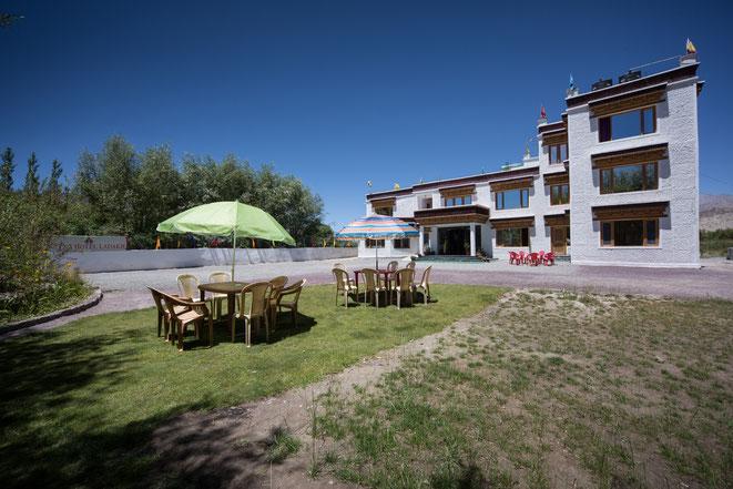 Ratna Hotel Ladakh: Garden area