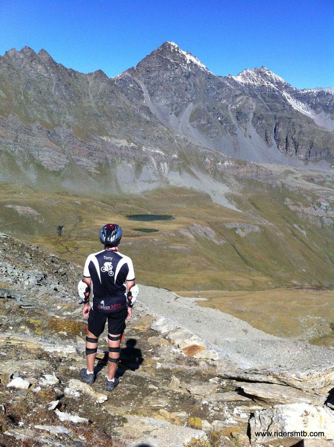 il panorama dalla cima è di quelli che non ti dimentichi.....opsss sin'ora abbiamo percorso solamente 400 metri di Ascesa!!! ....ne mancano ancora 1000 circa!!