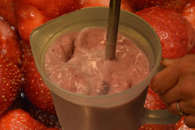 selbstgemachte Erdbeermilch - mit Erdbeergarantie
