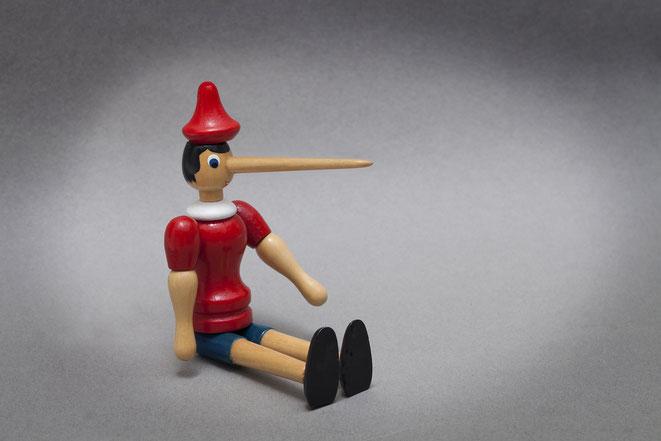 Pinocchio-Holzpuppe mit langer Lügennase; Privatdetektiv Frankfurt, Privatdetektei Frankfurt, Observation Frankfurt