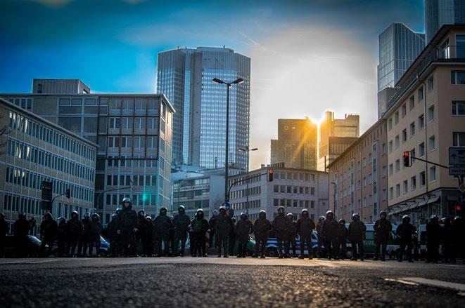 Polizeiaufmarsch in Frankfurt | Privatdetektei Frankfurt | Privatdetektiv Frankfurt