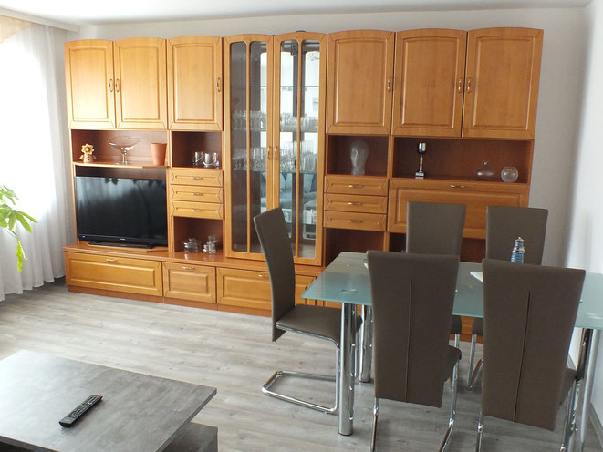 Wohnzimmer mit Essplatz und TV, Sitzecke uvm.